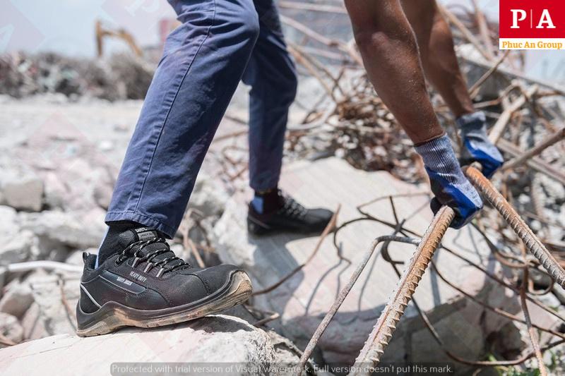 hình ảnh thực tế sử dụng giày bảo hộ jogger